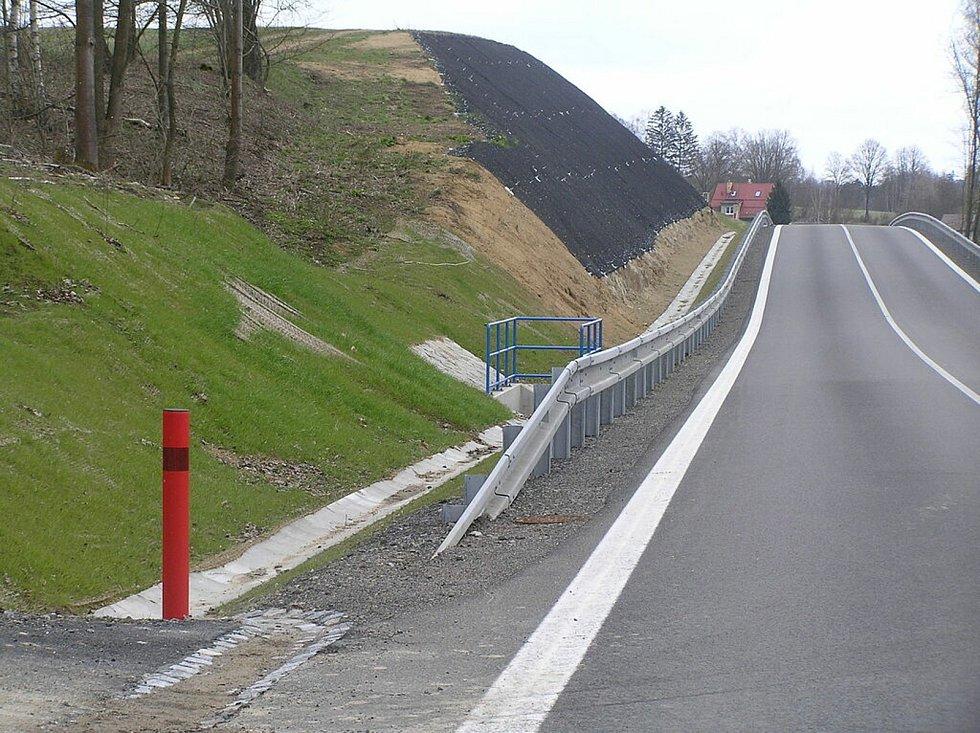 Silnice I/19 potřebuje opravu jako sůl. Všechny úseky mají vypadat takto.