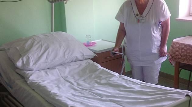 Lůžka přináší pacientům v nemocnici především bezpečí.