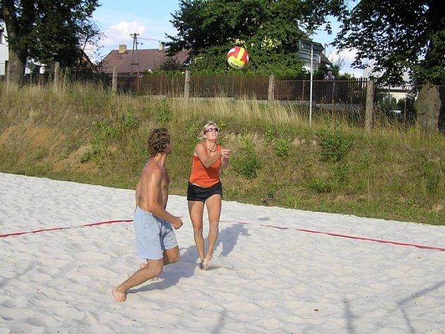 Okrouhlické volejbalové léto skončilo! Turnajem smíšených párů v beachvolejbale skončilo Okrouhlické volejbalové léto 2007.