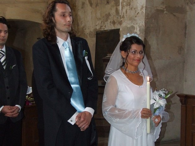 Po působivém svatebním obřadu a manželském slibu Slavík pak své ženě zazpíval píseň napsanou pro ni, kterou jí poděkoval, že ho miluje takového, jaký je.