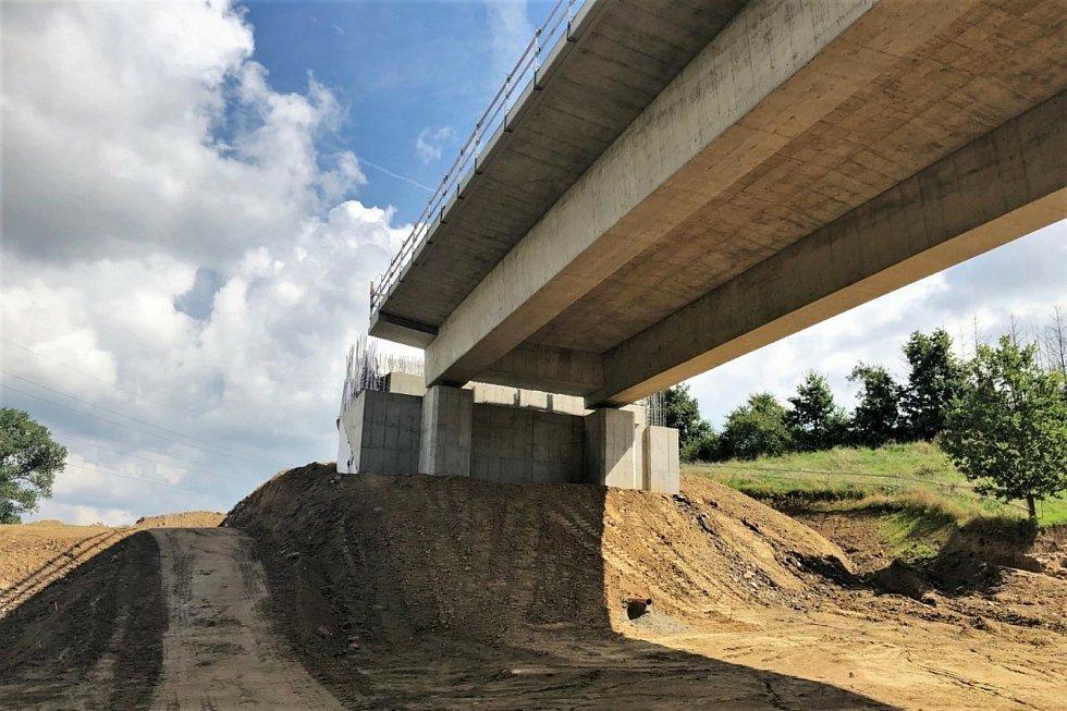 Stavba jihovýchodního obchvatu a betonáž mostů.