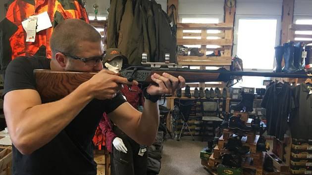 Rychloupínací montáž pro upnutí puškohledu.