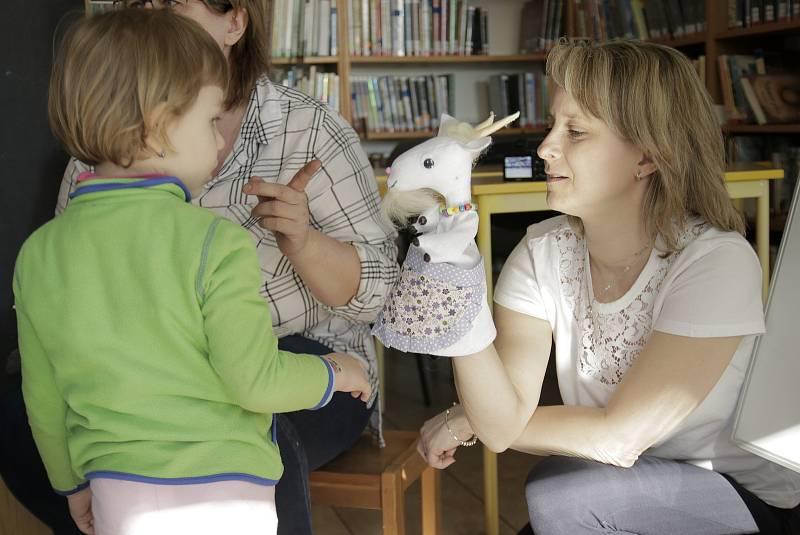 Ve čtvrtek 2. května od devíti hodin se v dětském oddělení knihovny Ignáta Herrmanna v Chotěboři bude konat pravidelné Pohádkohraní. Při něm knihovnice dětem zahrají pohádku, poté si o ní budou povídat, vytvoří si vlastní příběh a něco nového se i přiučí.