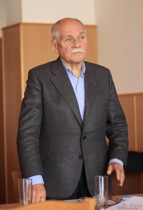 Profesor Bedřich Moldán.