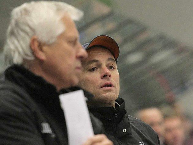 Na dvou židlích. To bude od nové sezony sedět hokejový šéftrenér mládeže Richard Cachnín (vpravo), který navíc bude asistent trenéra u brodského A-týmu.