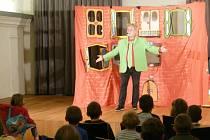 """V úterý 4. října přijel do knihovny mim a komik Václav Upír Krejčí se svým interaktivním divadelním představením """"A bude legrace""""."""