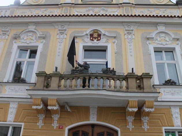 Solidaritu s Uherským Brodem vyjádřili Havlíčkobrodští i tím, že na radnici vyvěsili černou vlajku.