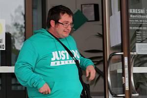 Martin Krajčovič při odchodu z budovy Okresního soudu v Havlíčkově Brodě.