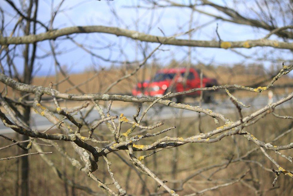Podél silnice I/38 odhalila Česká inspekce životního prostředí několik prohřešků.