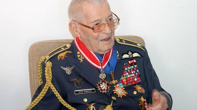 Generál Imrich Gablech si přes všechny ústrky života zachoval nadhled a osobitý smysl pro humor.