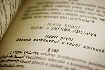 Manželé Příhodovi jsou přesvědčeni o tom, že už při podpisu nájemní smlouvy jim jednatel firmy Eskonta servis podstrčil kupní smlouvu na dům. O ten přišli – policie žádné porušení zákona nezjistila. Ilustrační foto.