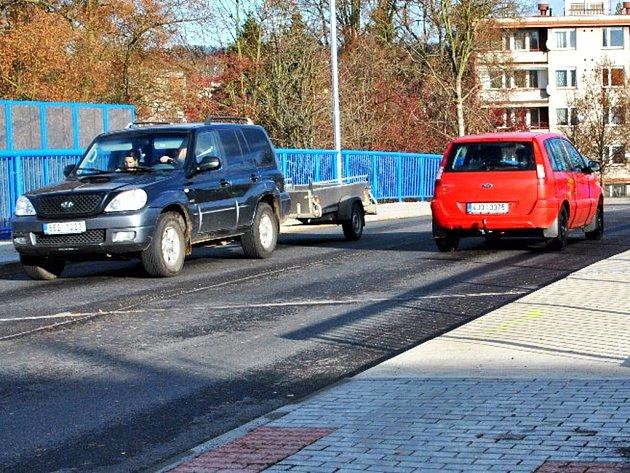 Přes most přejedou denně tisíce automobilů. Vede přes něj frekventovaná komunikace ve směru na Humpolec a dálnici D 1.