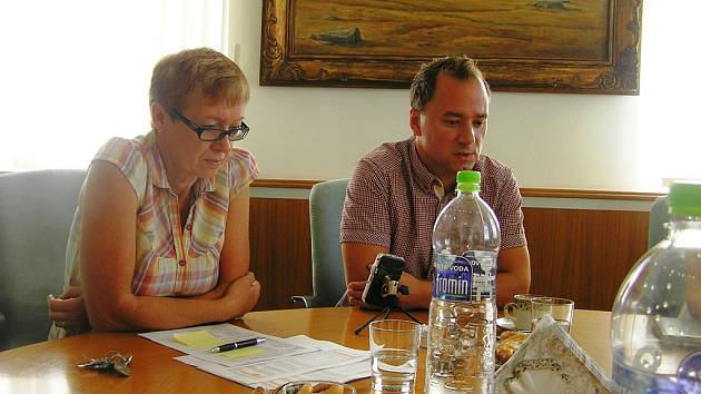 Podle jednatele Telesu Miroslava Uchytila (vpravo) chce společnost stadion pronajímat.