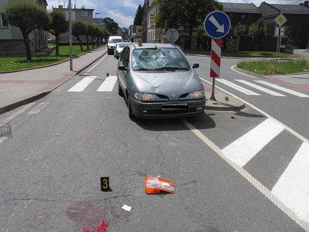 Cyklistka na kole Liberta a Renault Megane se střetly v pátek 27. června po poledni na Kamarytově ulici v Humpolci. Cyklistka byla těžce zraněna a policisté hledají svědky, kteří by mohli pomoci s vyšetřováním.