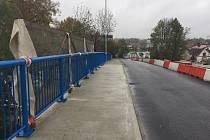 Rekonstrukce mostu na Humpolecké ulici v Brodě neskončí do konce října, tak jak bylo plánováno. Kontrolní den totiž ukázal, že vlivem technologických přestávek a postupů, dojde k mírnému zpoždění. Most by nově měl být otevřen až 13. listopadu.