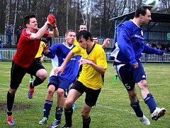 Bojovné utkání se odehrálo v derby zápase mezi Světlou a Chotěboří. Domácí se nakonec radovali z výhry 2:0 díky dvěma trefám Miroslava Křikavy (vpravo).