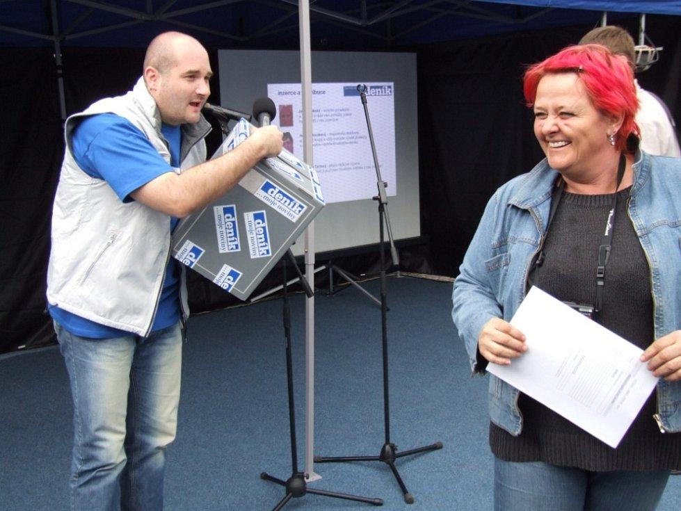 Moderátor Pavel Hájek nejen provázel odpolednem, ale příchozí i dobře bavil.