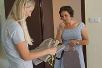 Členka hlavního organizačního týmu Andrea Zdarsová navštívila klienty Domova Háj.