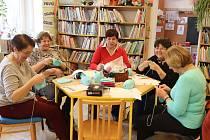 Tvoření s klubkem v chotěbořské knihovně.