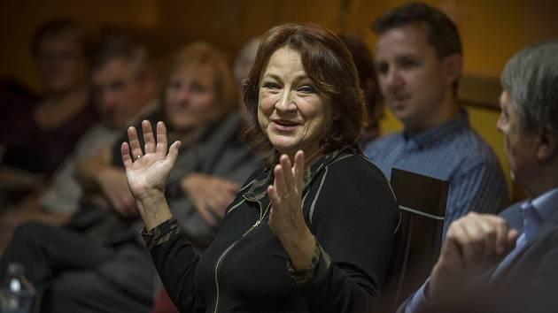 Úspěšná herečka bavila svými historkami publikum v Kavárně Chotěboř.
