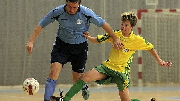 K nezastavení. To byl v zápase proti Dobřichovicím (15:3) Martin Odvářka (vlevo), autor pěti gólů.