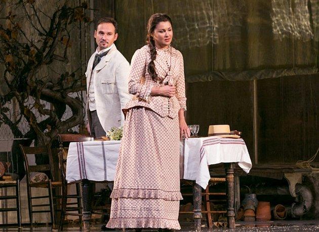 V sobotu 22. dubna bude chotěbořské kino přenášet z Metropolitní opery v New Yorku lahůdku – slavného Evžena Oněgina. Na snímku Mariusz Kwiecien jako Evžen a Anna Netrebko v roli Taťány.