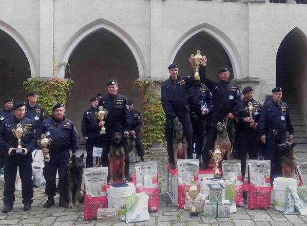 Kraj Vysočina reprezentovali psovod Patrik Topinka se psem jménem Wasco a Jaroslav Mrtka se služebním psem Dickem.