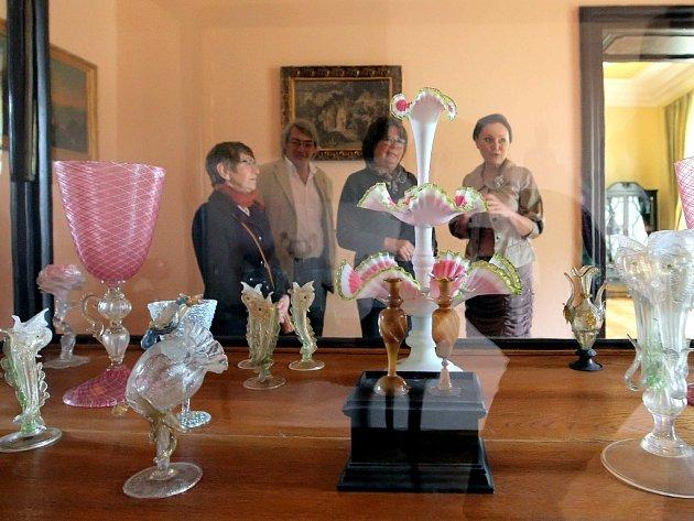 Výstavní expozice ve světelském zámku.