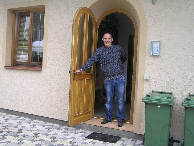 Komunitní dům pro mentálně postižené ve Světlé se má co nejvíc podobat běžnému životu.