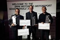 Ocenění za 5. místo ze všech jezdců na světě sedlající motocykly BMW si převzal v Mnichově havlíčkobrodský jezdec Michal Prášek (uprostřed).