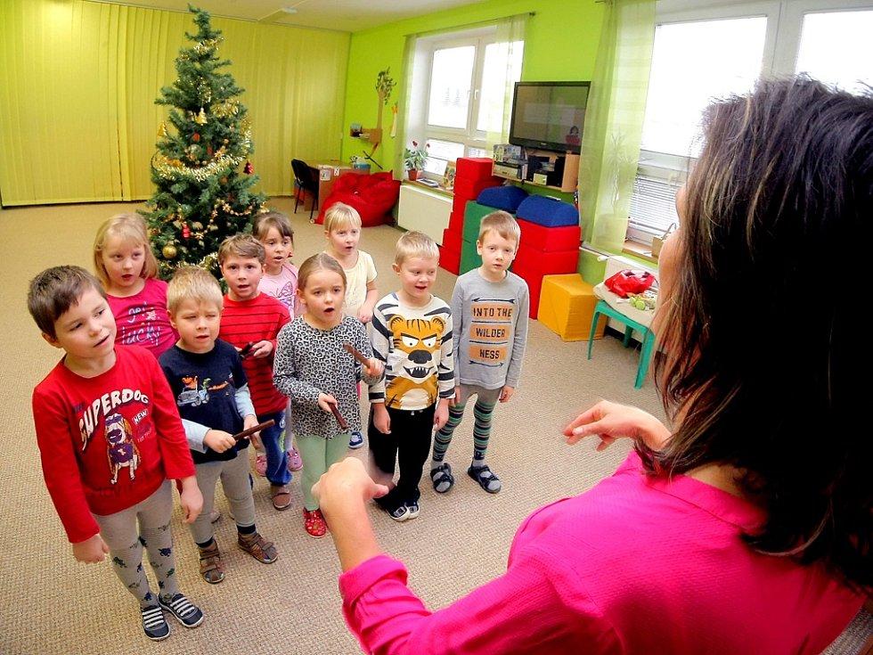 Koledy pilně nacvičovaly i děti v mateřské škole ve Vojnově Městci.