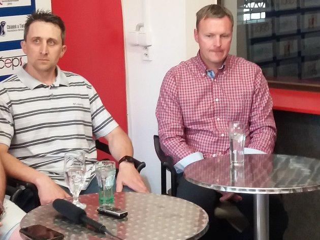 Ten tvoří v BK hlavní trenér Jiří Čelanský (vpravo) a jeho asistent Miroslav Duben (vlevo).