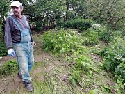 Eroze. Voda a bahno z polí v roce 2010 doslova spláchlo několik domků v Poříčí na Přibyslavsku.
