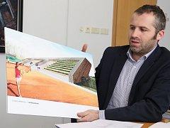 Novou podobu stadionu představil starosta Martin Kamarád.
