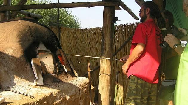 UŽ NAPOSLED. Se sklářskou pecí ve Vlkovsku se mohou návštěvníci rozloučit poslední víkend v srpnu.