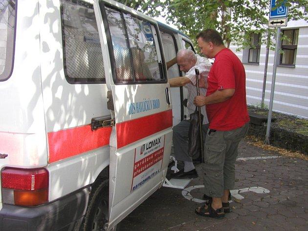 Převoz sanitkou. Ilustrační foto.
