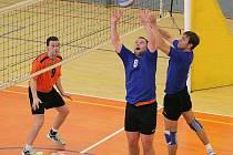 Havlíčkobrodští volejbalisté (v modrém) se už připravují na prvoligovou sezonu.