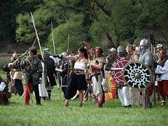 Každoroční inscenovaná bitva v Ledči nad Sázavou má pokaždé i početné publikum.