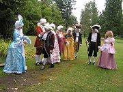 Na zámku v Chotěboři si celodenní zábavu i kostýmní podívanou užívaly hlavně děti. Bavili se i dospělí.