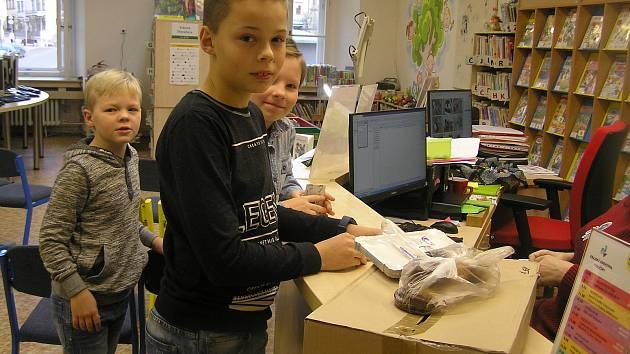 ČTENÍ NEBOLÍ. Den pro dětskou knihu byl letos ve znamení zlodějů ponožek.