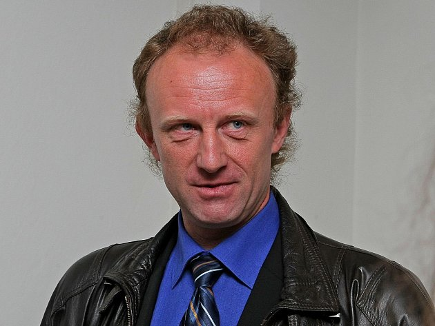 Bývalý ředitel brodské nemocnice Josef Pejchl se zodpovídá z údajného neoznámení heparinových vražd, kterých se měl dopustit Petr Zelenka. V úterý soud v Havlíčkově Brodě měl vyslechnout minimálně dva svědky a přečíst listinné důkazy.