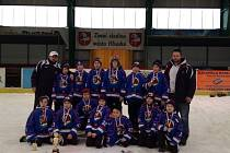 Bez ztráty kytičky - tím se zatím mohou chlubit hokejoví mladší žáci Chotěboře (na snímku).