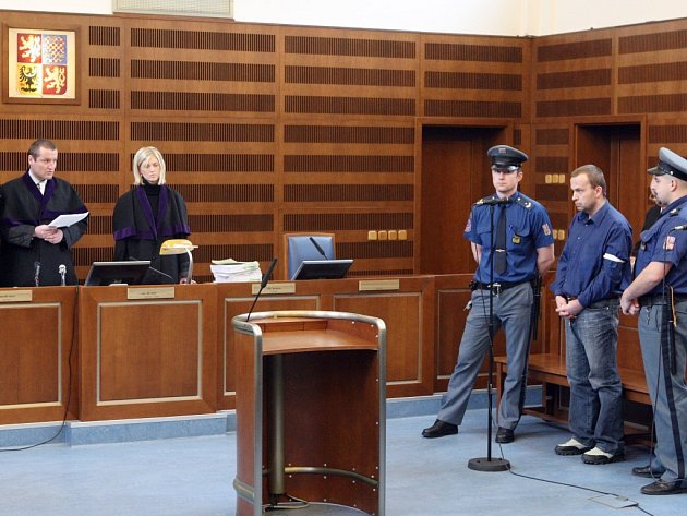Vrchní soud v Praze by se měl případem sedmnácti vražd a pokusů o ně zabývat asi za tři až čtyři měsíce.