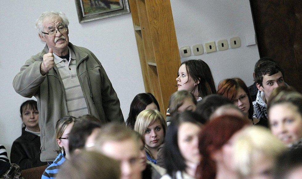 Veřejná beseda studentů zemědělské školy v Havlíčkově Brodě se zástupci kraje.