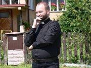 Před Arcibiskupským palácem v Praze se 14. února konal happening křesťanských aktivistů a aktivistek k dopisu papeži Františkovi, v němž ho vyzývají, aby neprodlužoval mandát pražskému arcibiskupovi Dominiku Dukovi a jmenoval nového arcibiskupa.