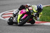 Brodský motocyklový závodník Michal Prášek dlouhou dobu nevěděl, co s ním v letošní sezoně bude. nyní má za sebou první závod na italském okruhu Adria, kde v tisícovkách dojel na pěkném pátém místě.