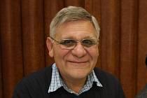 Vladimír Kolár. Novinář a spisovatel v současné době pracuje jako jazykový redaktor v Hospodářských novinách.