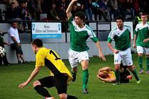 Druhé místo drží v krajském přeboru fotbalisté Ždírce, kteří vyhráli ve Světlé 2:1 a na vedoucí Humpolec ztrácí pět kol před koncem jeden bod.