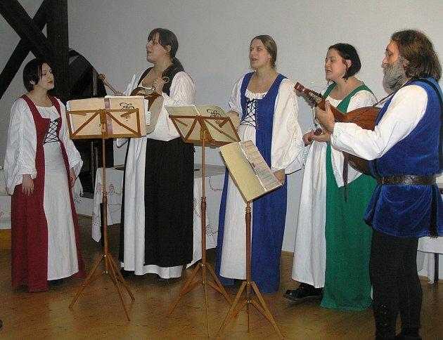 La Via. repertoár přibyslavské skupiny la via tvoří hlavně středověké písně a spirituályH