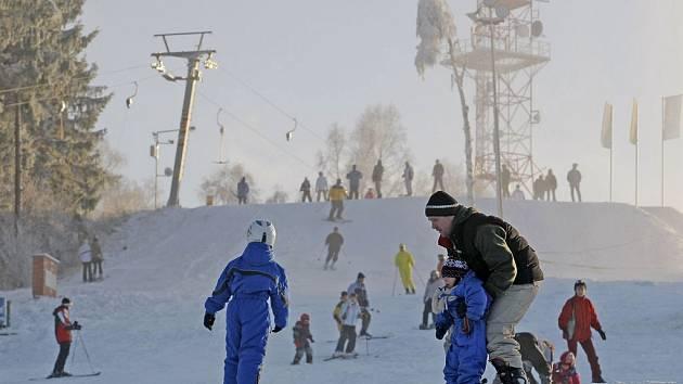 Skiareál Vysoká u Havlíčkova Brodu se v budoucnosti promění v nejmodernější lyžařské středisko na Vysočině. Ilustrační foto.